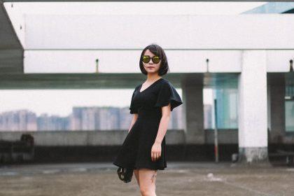 krótka czarna sukienka koktajlowa