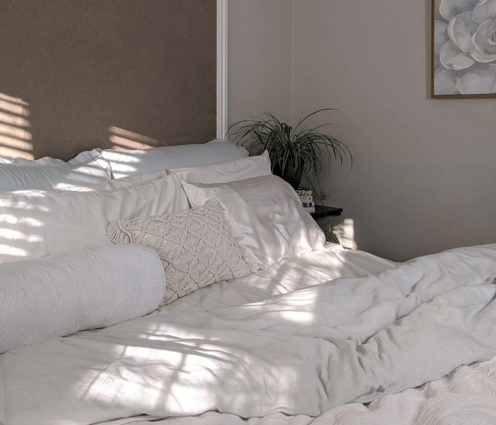 Lanena posteljnina in njene prednosti
